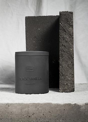 Ароматна свещ в керамична капсула - 03/BLACK VANILLA